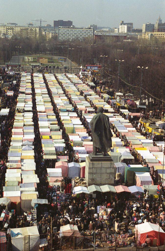 Вещевой рынок в Лужниках. Юрий Абрамочкин / РИА Новости