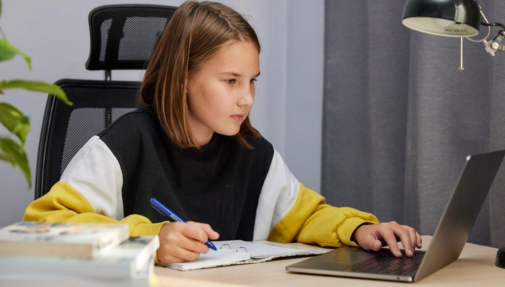 Сотрудники филиала «Хамовники» пригласили детей на онлайн-занятия английским языком. Фото: сайт мэра Москвы
