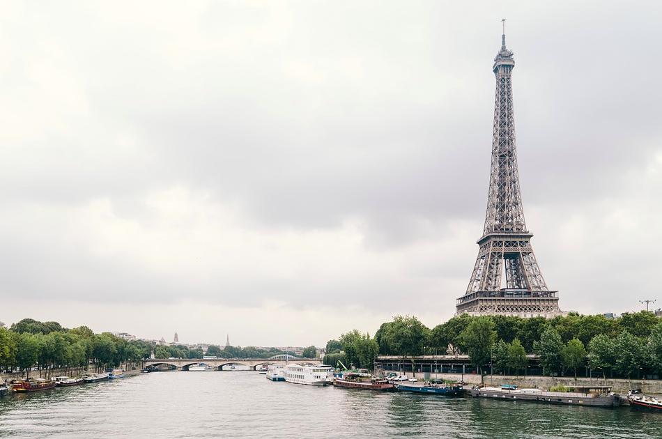 В Париже из-за распространения COVID-19 прекращена ночная жизнь. Фото с сайта pixabay.сom