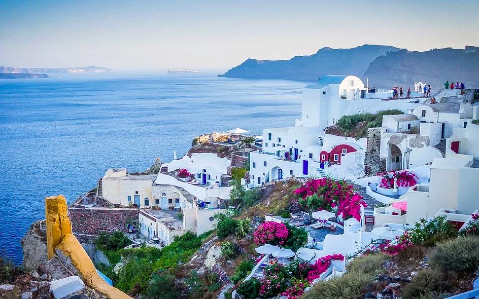 В Греции вводят комендантский час из-за распространения COVID-19