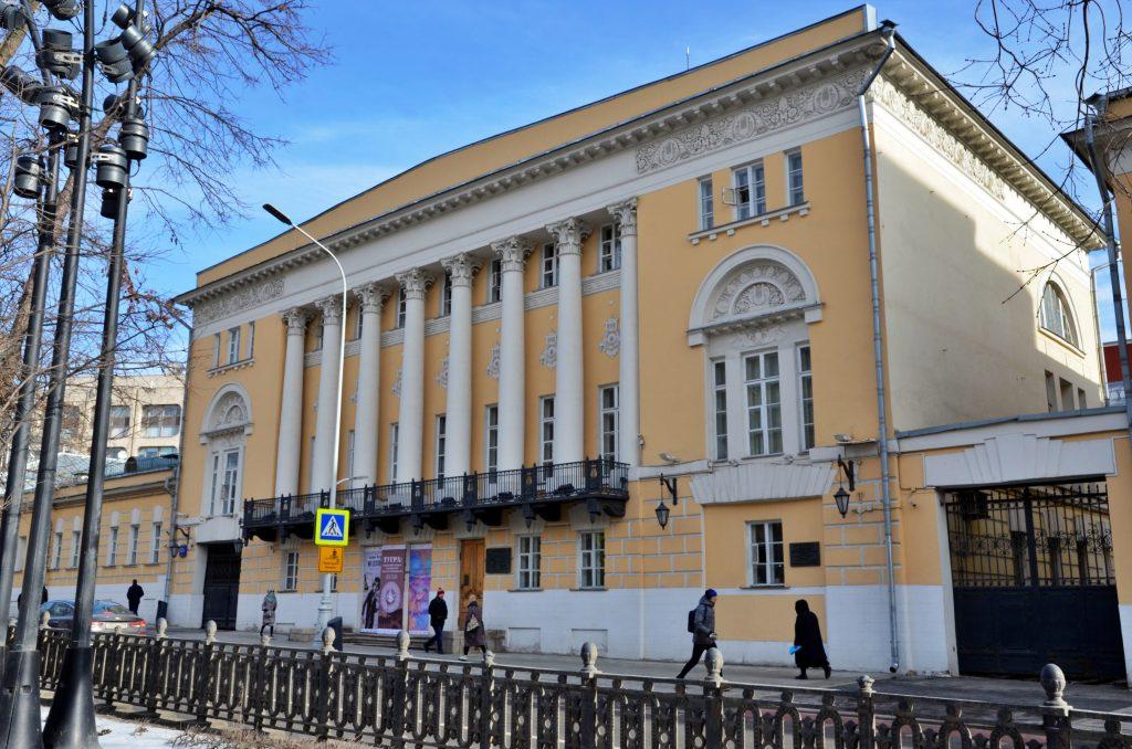 Персональную выставку Рубена Апресяна в скором времени закроют в Музее Востока