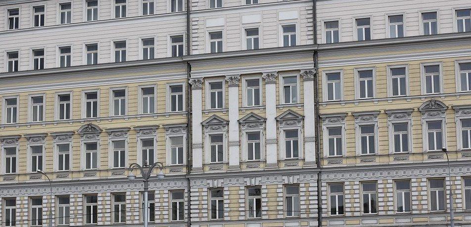 Балконы и фасады жилых домов в скором времени отремонтируют в Красносельском районе