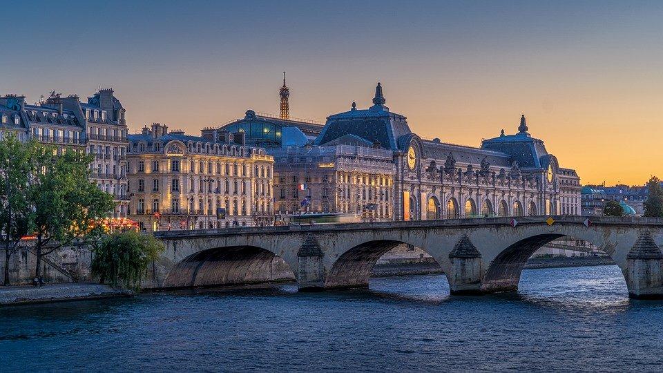 Полиция провела обыски в офисах и квартирах министра здравоохранения Франции. Фото: pixabay.com