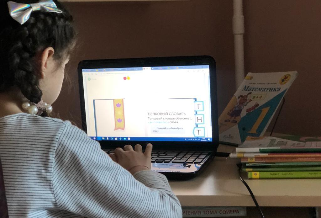 Главврач медцентра в Коммунарке поддержал продление «удаленки» для 6-11 классов. Фото: Патимат Абдурахманова
