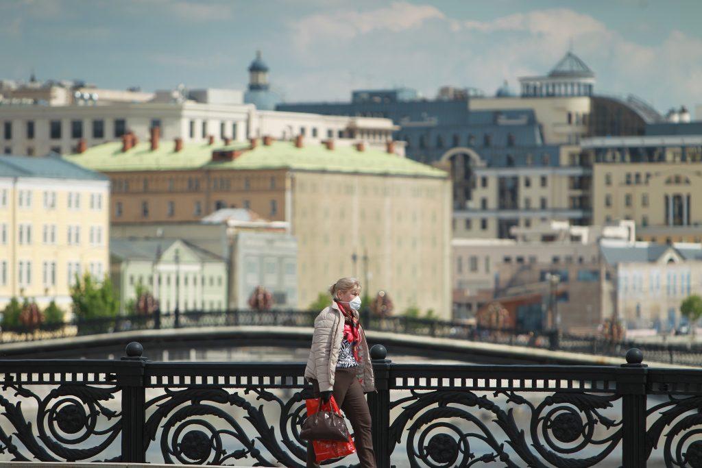 Президент Франции исключил возможность скорой отмены ограничительных мер. Фото: Пелагия Замятина, «Вечерняя Москва»