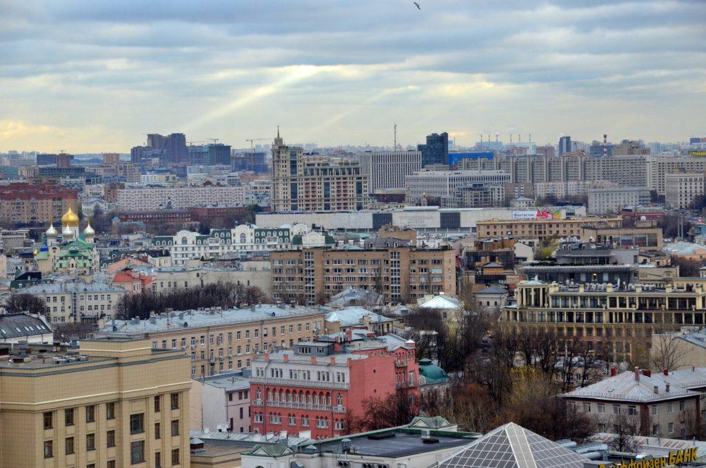 Уверенный плюс и дожди пообещали москвичам на вторник