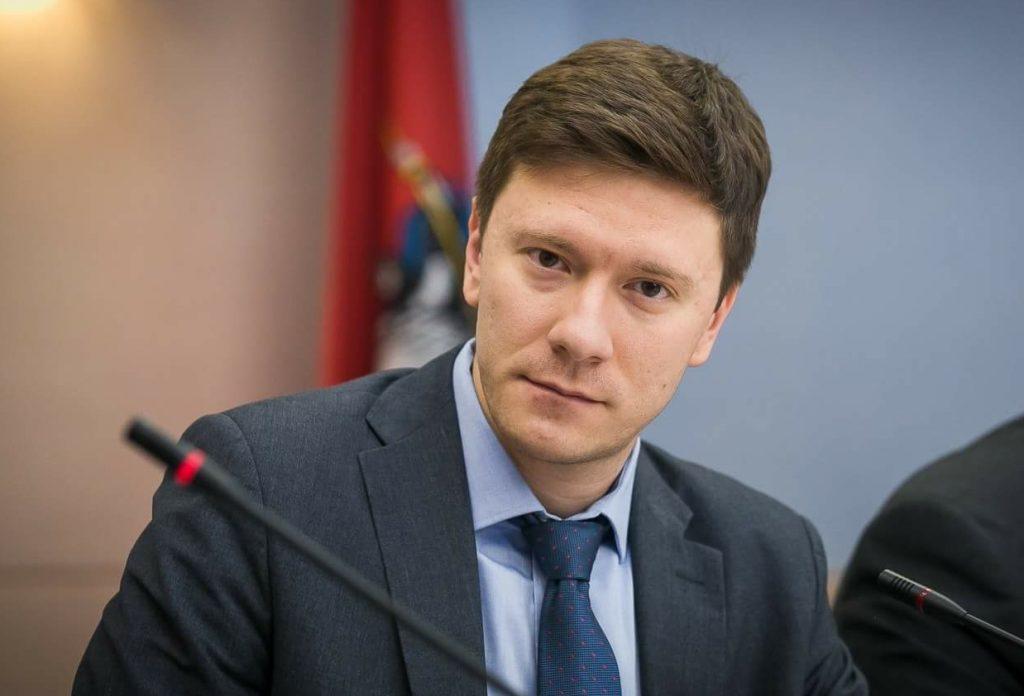 Единорос Козлов требует больше средств в бюджете для обманутых дольщиков