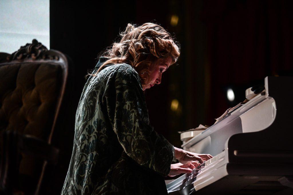 Школа Андрияки проведет трансляцию концерта Чайковского