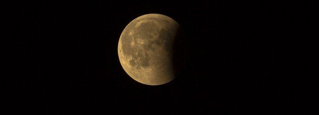 Сотрудники Московского планетария рассказали о полутеневом затмении Луны