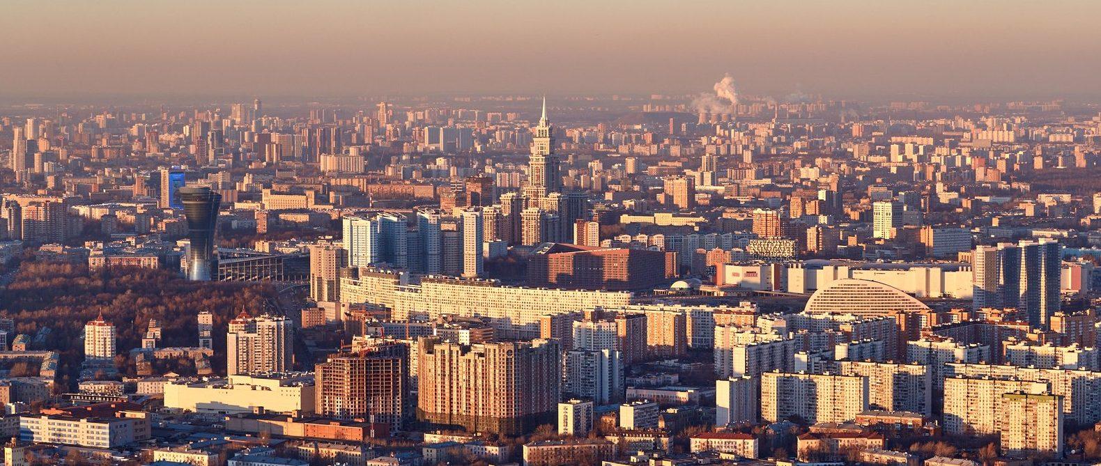 Сотрудники «Жилищника» установили ящики дляпротивогололедныхматериалов в районе Арбат. Фото: сайт мэра Москвы