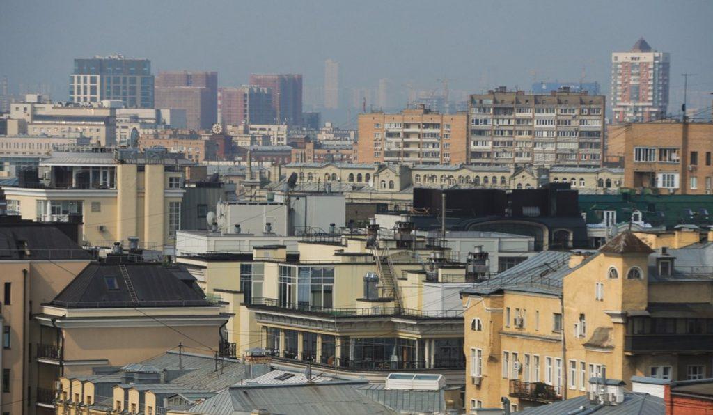 Асфальтовое покрытие вокруг дома привели в порядок в Тверском районе