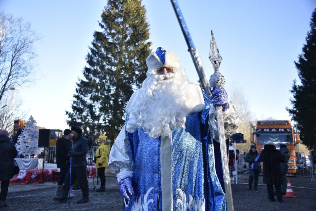 Десант Дедов Морозов поздравил с праздником пациентов Морозовской больницы