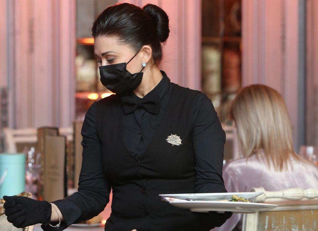 Бар «Квартира» могут закрыть на 90 суток за нарушение антиковидных мер. Фото: Наталия Нечаева, «Вечерняя Москва»