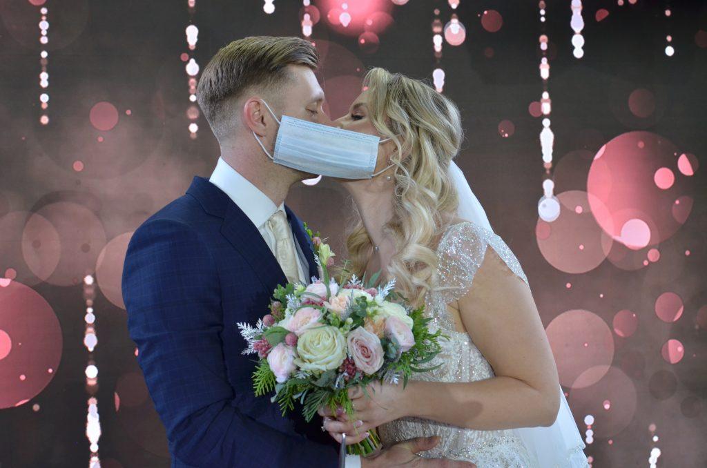 Фотофакт: Молодожены отпраздновали свою свадьбу в башне «Меркурий» в «Москва-Сити»