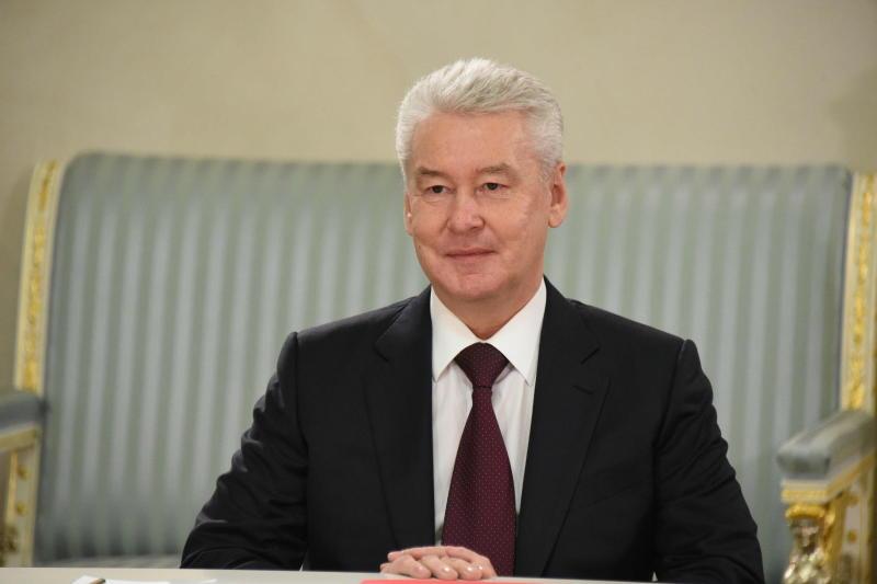 Собянин наградил лауреатов премии «Крылья аиста»