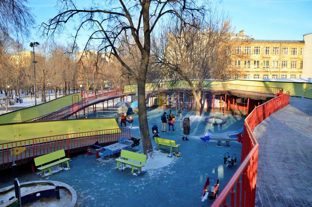 Пять детских площадок благоустроили в районе Якиманка в 2020 году