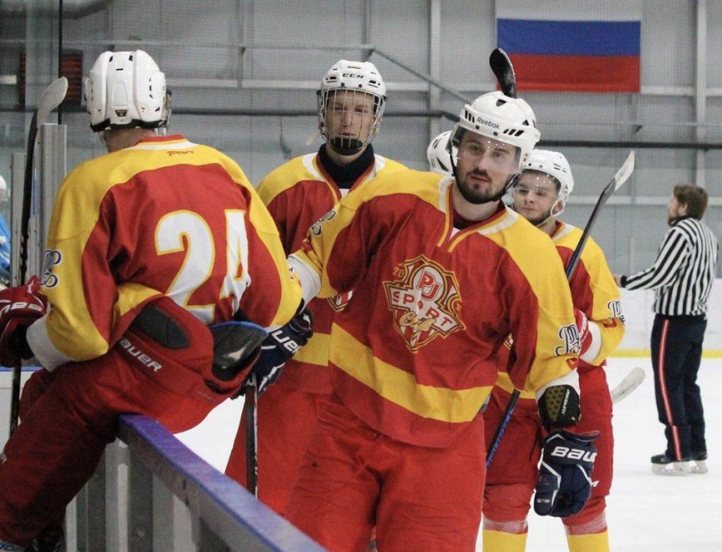 Новаяхоккейная командаПлехановского университетаприняла участие в матче. Фото предоставили в спортивном клубе Плехановского клуба