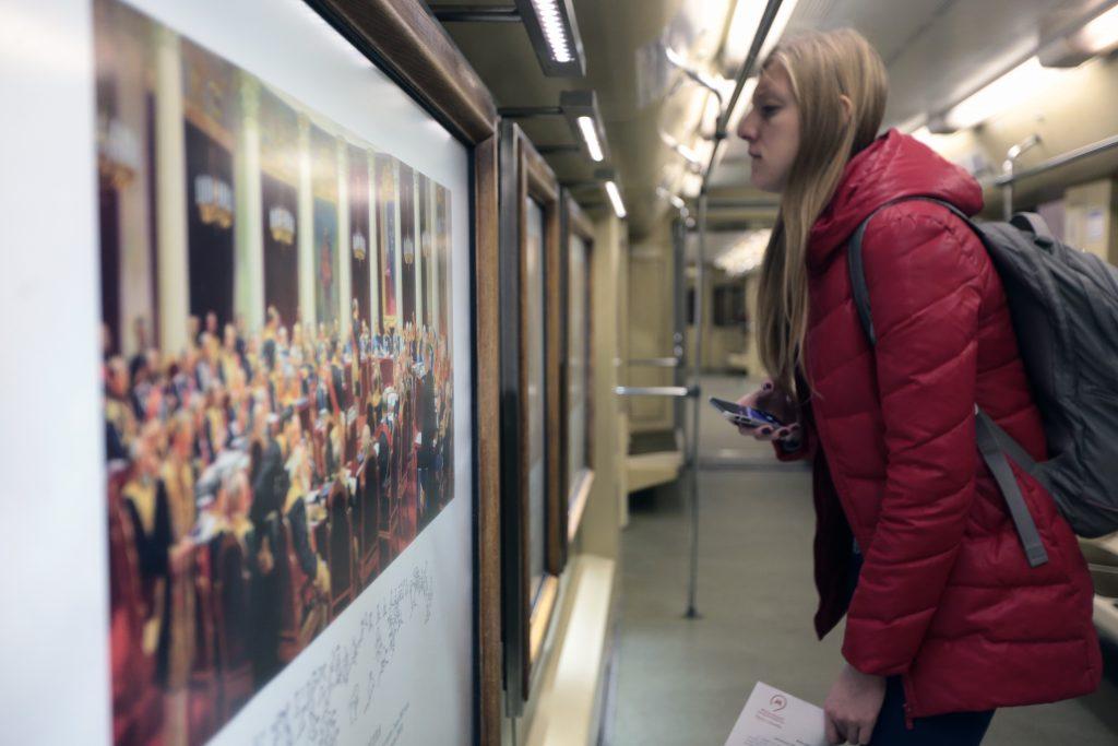 Искусство придет к пассажирам: картины из Третьяковской галереи появятся в метро и автобусах