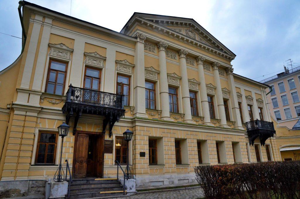 Лекцию в честь поэта Дмитрия Сухарева опубликовали на канале Пушкинской библиотеки. Фото: Анна Быкова