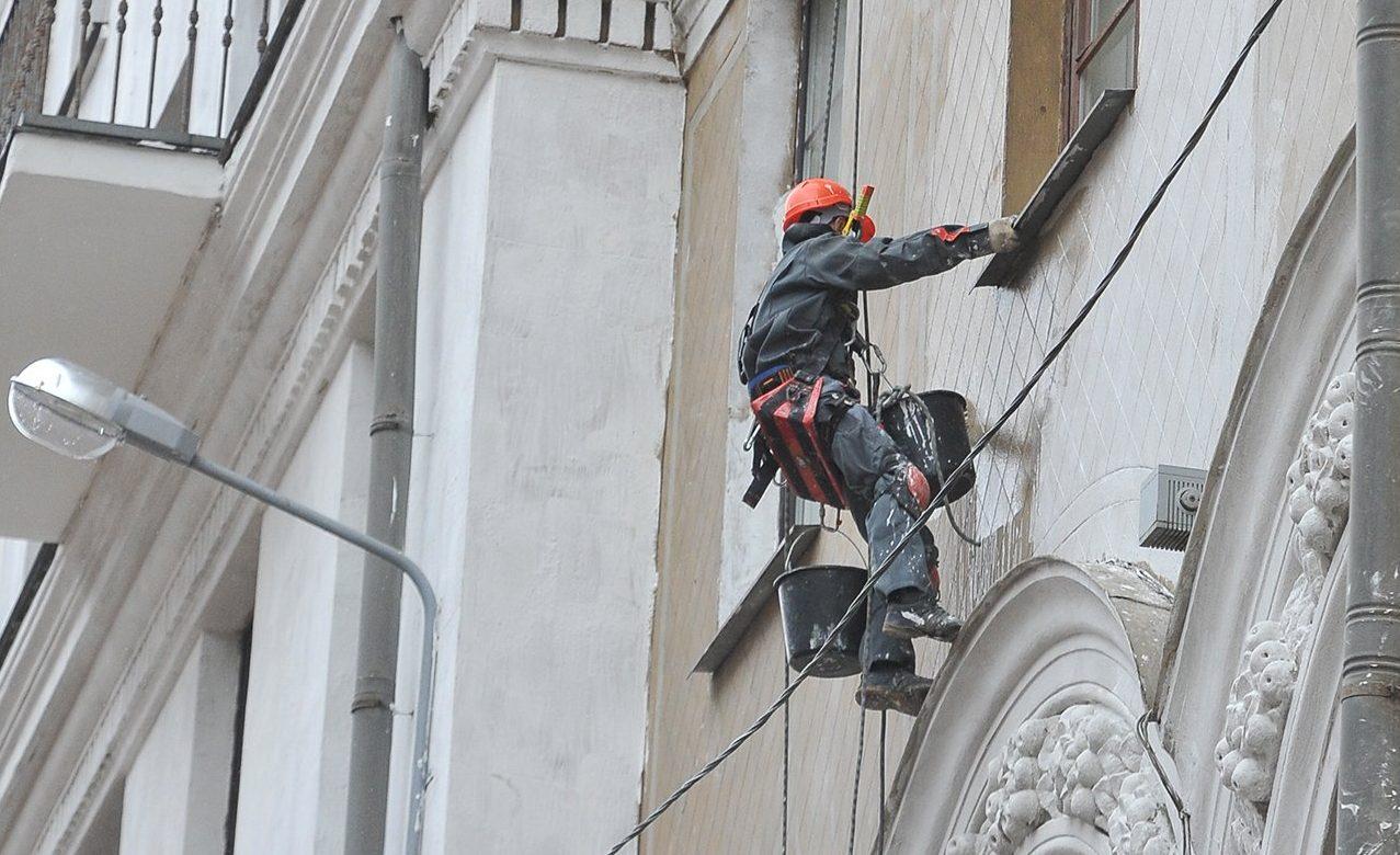 Работы по капительному ремонту жилого дома в районе Якиманка завершат к осени. Фото: сайт мэра Москвы