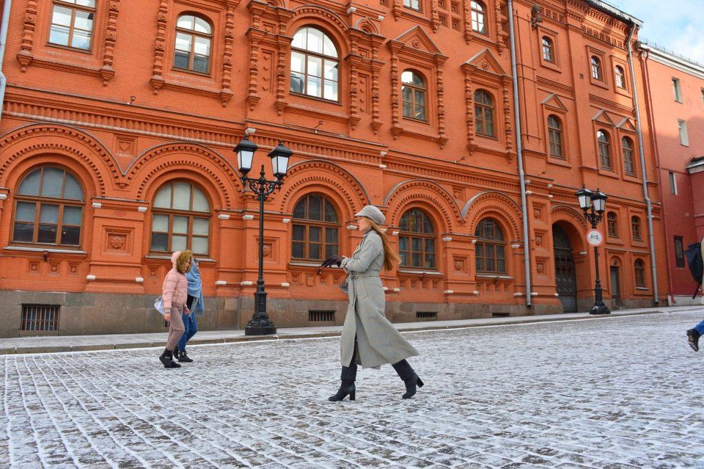 Москвичей ожидает облачная погода со снегом