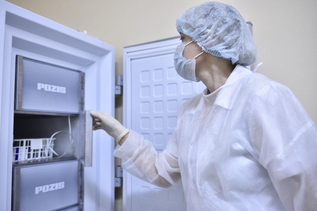 Мэр Нью-Йорка предупредил о нехватке вакцины от COVID-19