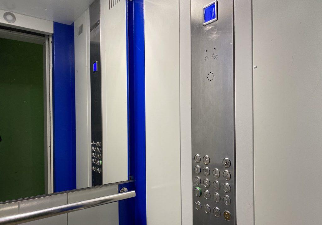 Лифтовое оборудование заменили в одном из жилых домов Мещанского района