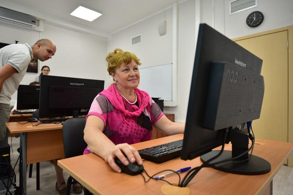 Онлайн-клуб мемуаристов открыли для пожилых москвичей