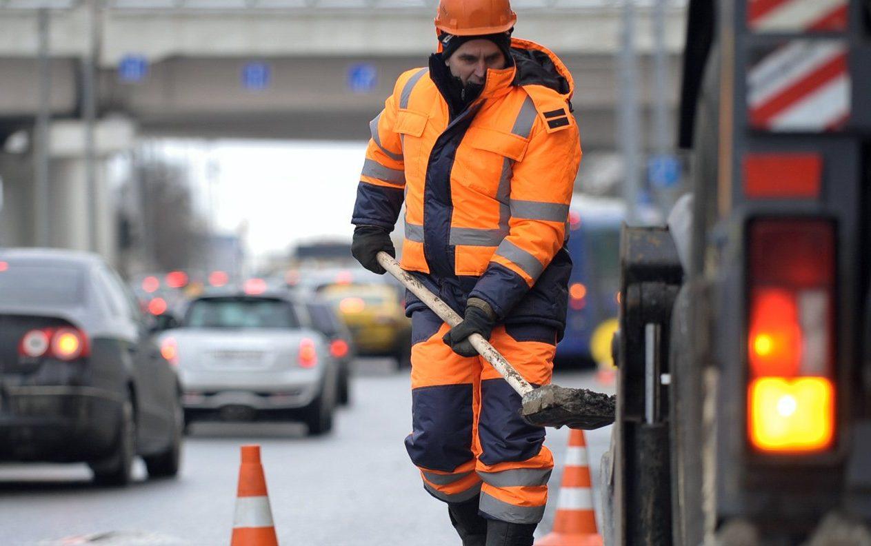 Несколько ям на проезжей части устранили в районе Замоскворечье. Фото: сайт мэра Москвы