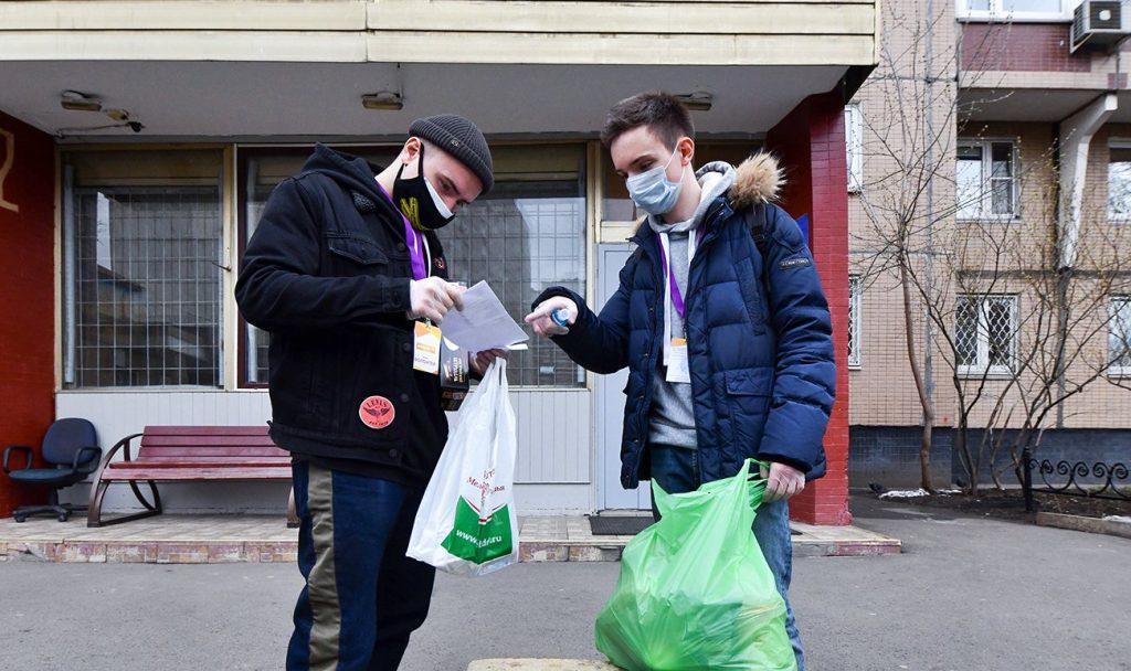 Активисты Молодежной палаты Пресненского района доставили продукты жителям