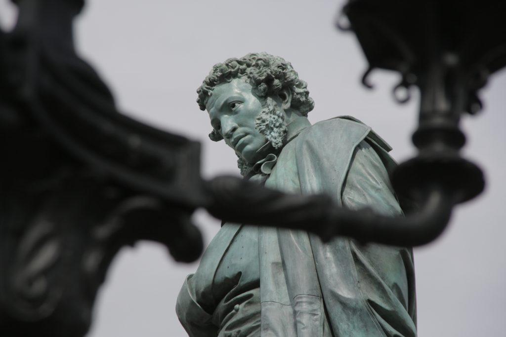 О первом памятнике Пушкину в мире рассказали в библиотеке Центрального округа