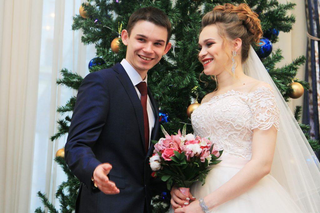 В Москве за 20 лет более 12 тысяч пар заключили брак в новогодние праздники. Фото: Наталия Нечаева, «Вечерняя Москва»