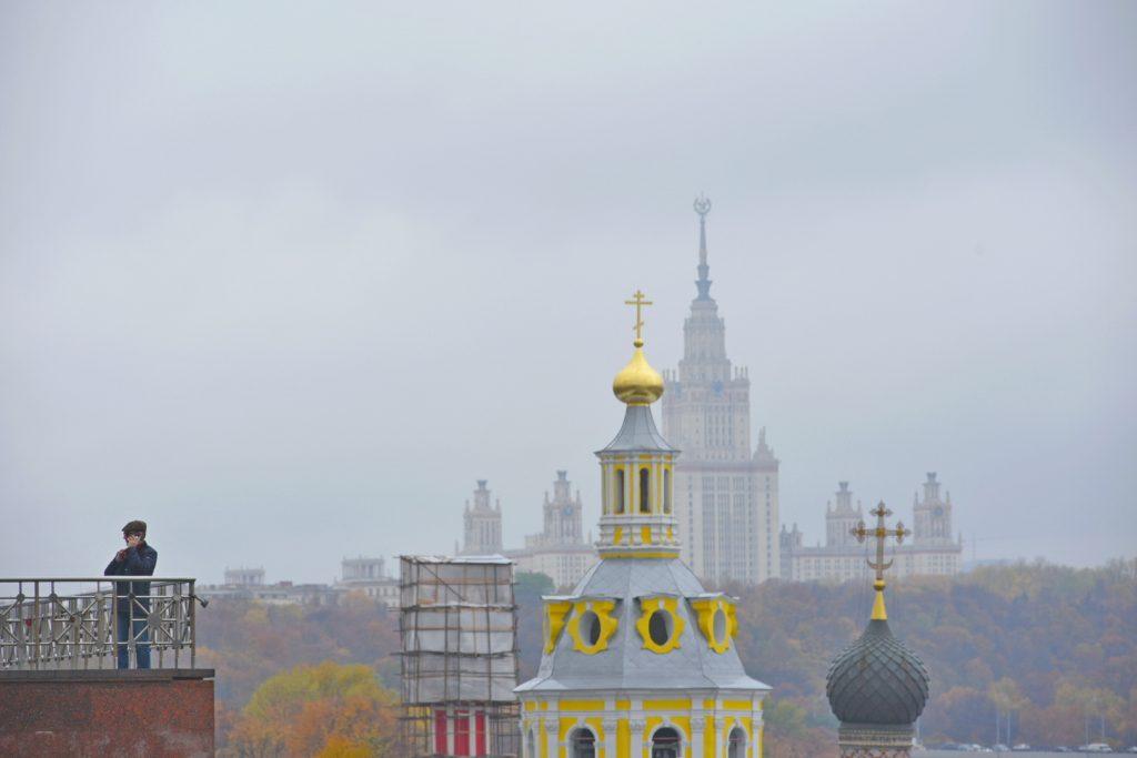 Очное обучение в школах возобновляется, прочие ограничения продлены до 21 января. Фото: Александр Кожохин, «Вечерняя Москва»