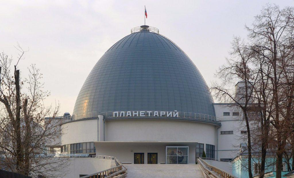 Чемпиону мира по подводному плаванию вручили в Московском планетарии свидетельство о присвоении его имени планете