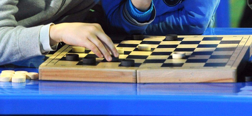 Заключительные туры онлайн-лиги по шашкам прошли в Плехановском университете