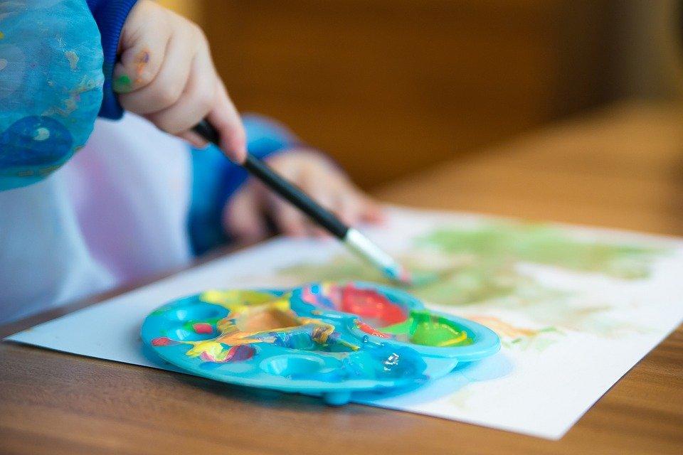 Краски и две кисточки: яркий скетч создадут на мастер-классе от парка «Красная Пресня». Фото: pixabay.com