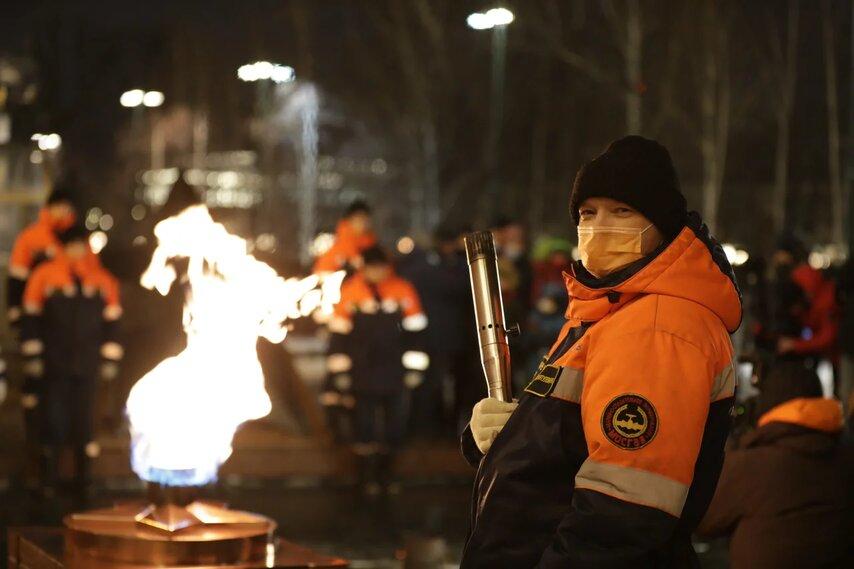 Торжественную церемонию профилактики Вечного огня провели на Могиле Неизвестного солдата в Александровском саду
