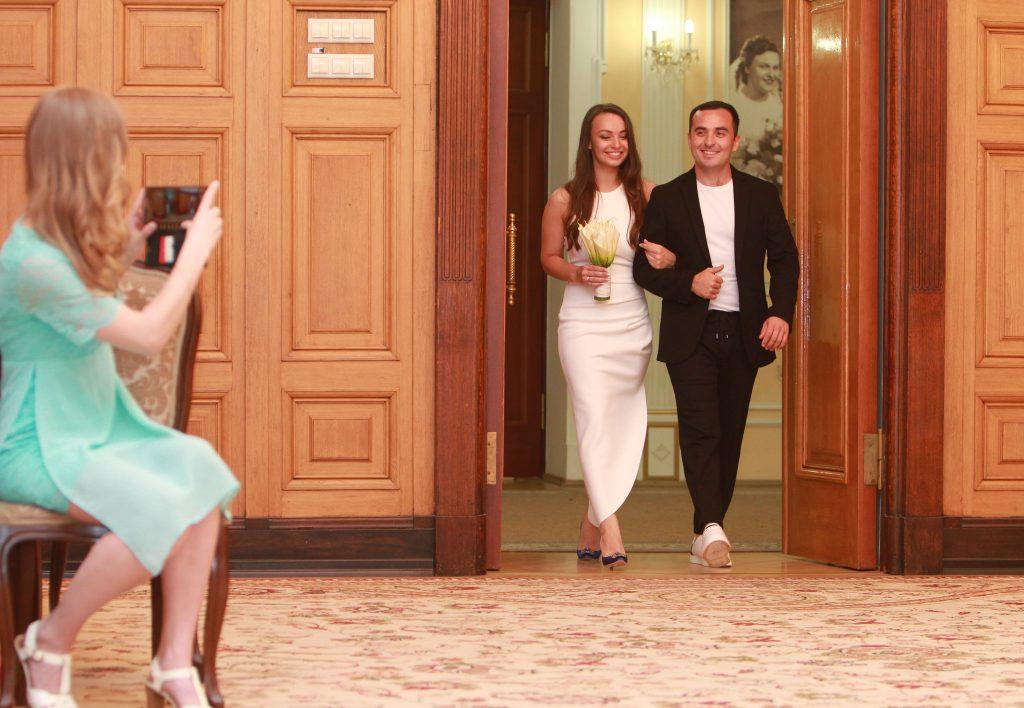 Свадьбы: более 800 столичных пар поженились в праздничные дни