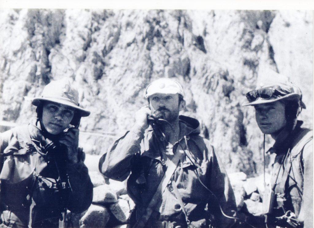 1982 год. Генерал-майор Александр Солуянов (в центре) с товарищами в Афганистане. Фото: личный архив