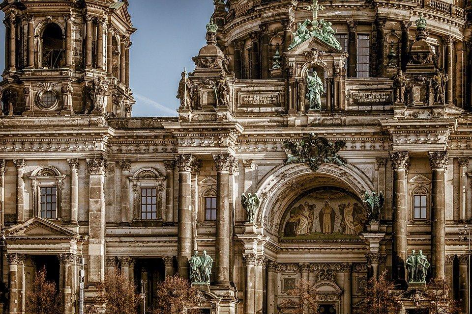 Соборы Буржа и Ле Мана: лекцию об архитектуре Средневековья организуют в музее имени Алексея Щусева