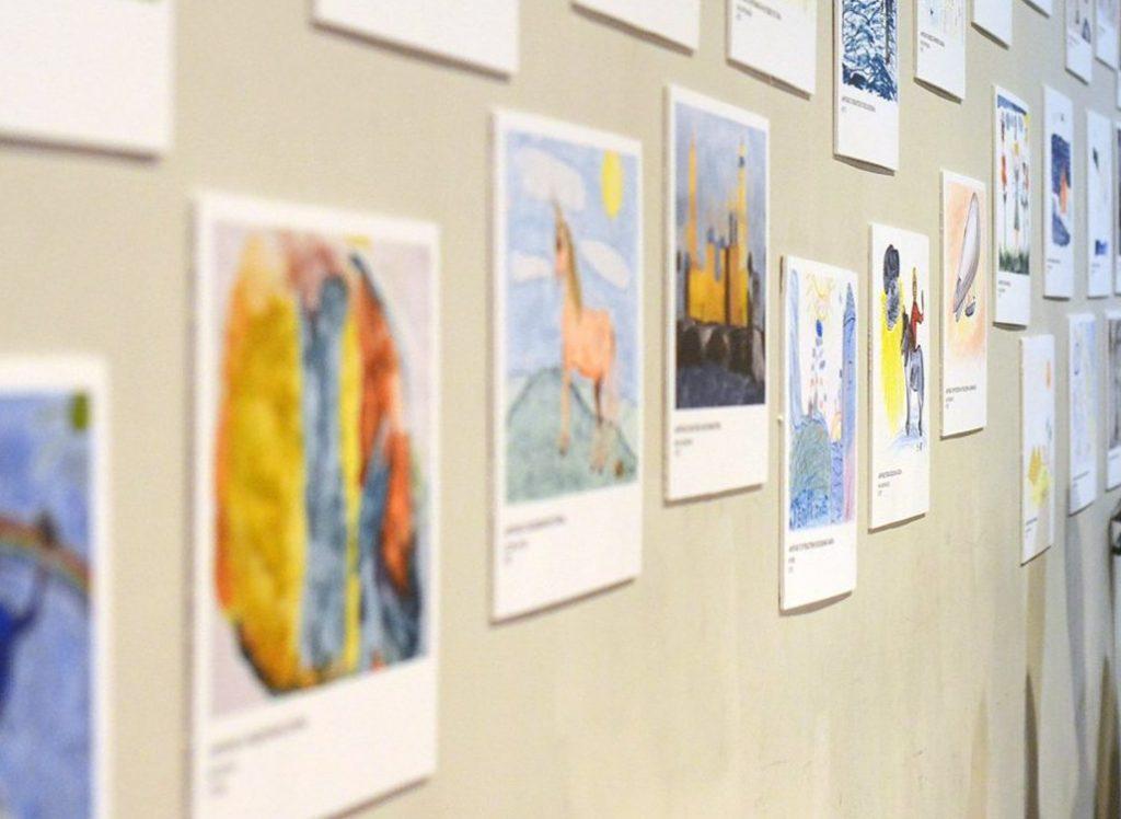 В Хамовниках открылась выставка детских рисунков в честь Дня защитника Отечества