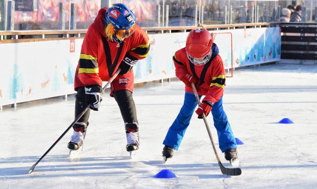 Праздник «День влюбленных в хоккей» состоялся в Парке Горького. Фото: сайт мэра Москвы