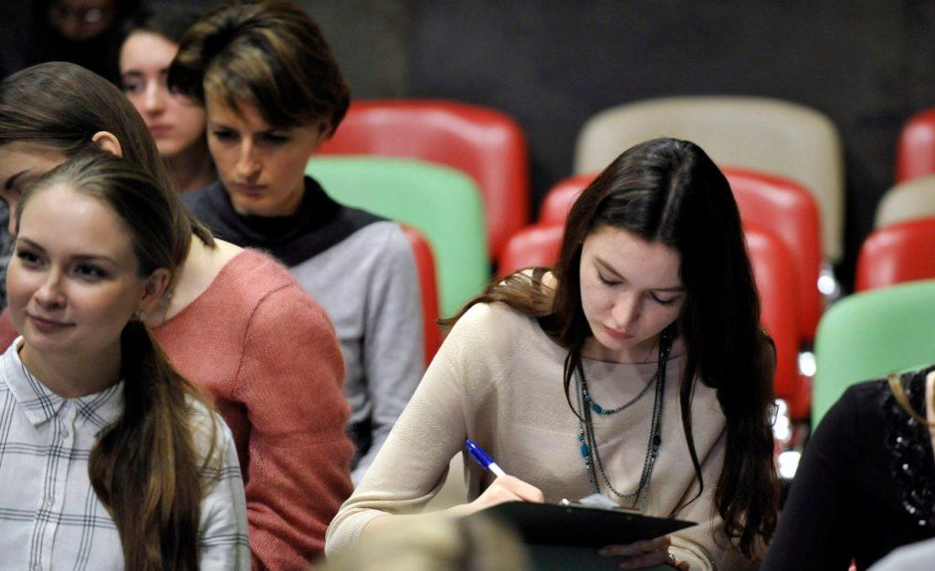 Избежать эмоциональное выгорание: в центре «Новослободский» состоялась встреча с психологом