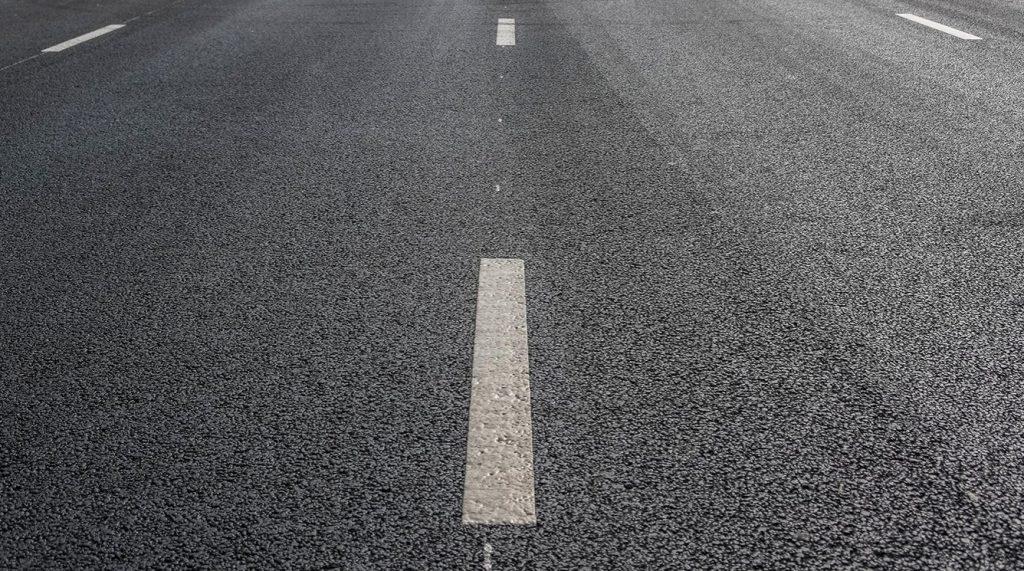 Дорожное полотно привели в порядок по трем адресам в Тверском районе