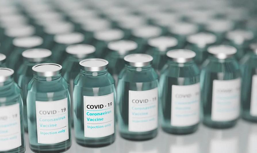 В США вакцинация от COVID-19 станет общедоступной не раньше мая