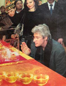 2004 год. Музей посетил актер Ричард Гир. Фото из личного архива