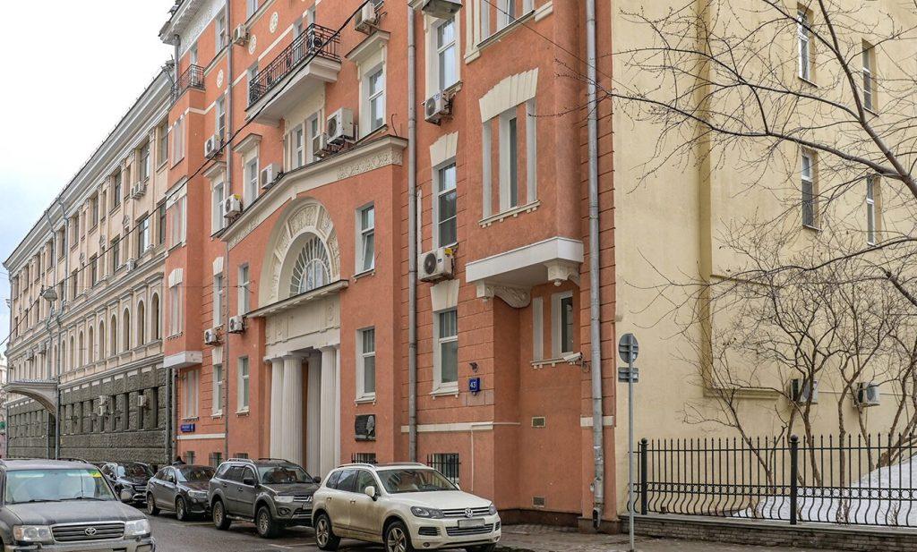 Крыши нескольких жилых домов отремонтируют в Пресненском районе