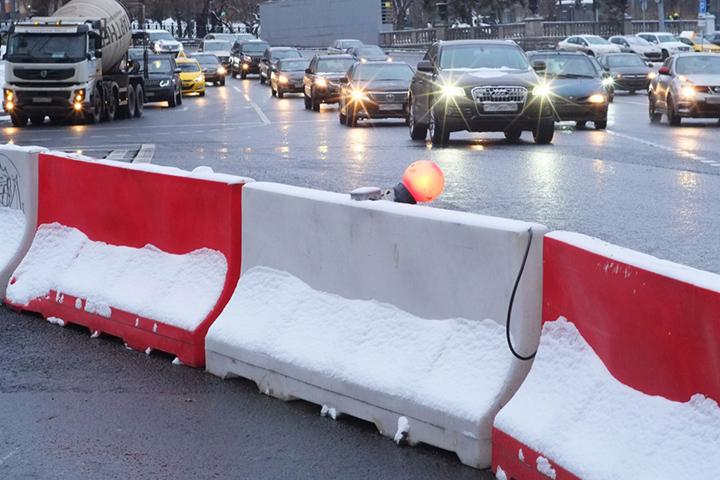 Свыше 15 участков дорог отремонтировали за зиму в районе Якиманка