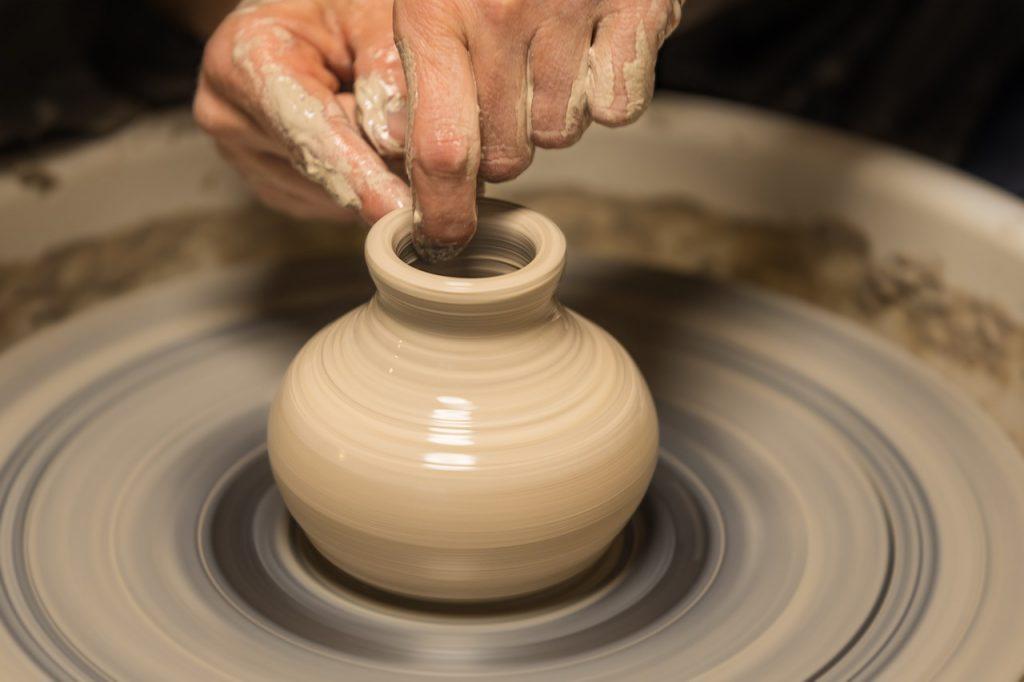 Онлайн-выставку «Этапы выполнения игрушек из керамики» запустили на сайте Дома культуры «Стимул»