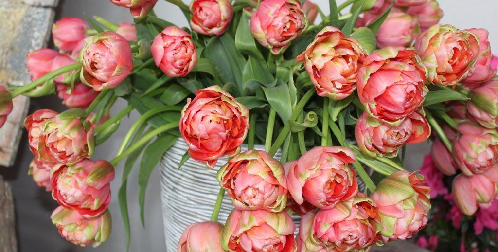 Весеннее настроение гуашью: на платформе филиала «Красносельский» состоится мастер-класс «Корзина цветов»